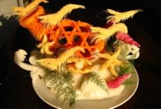 食品雕刻之群虾戏游图片