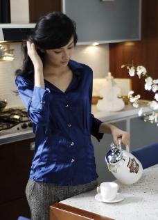厨房美女图片