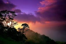 紫色天空和山图片
