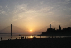 江边日落图片