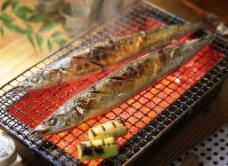 烧烤秋刀鱼图片