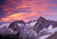 雪山紫霞图片