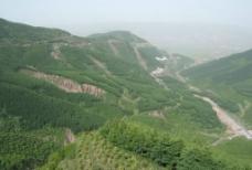 六盘山全景图片